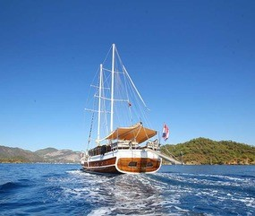 Yacht charter options image